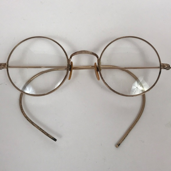 c7a9c3e3e69 Accessories - ❤ 💚Vintage Spectacles with Thin Gold Frames